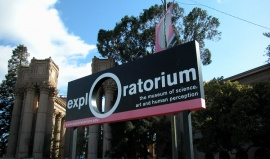 Uvnitř muzea Exploratorium v San Franciscu fičí tornádo