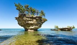 Nejslavnější tuřín Ameriky je Turnip Rock v Michiganu
