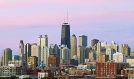 Do nejvyšší budovy Chicaga by se vešlo 101 fotbalových hřišť