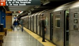 Metro v NY: Denně více než 6 miliónů lidí, 469 stanic, 34 linek a 24 hodin provozu