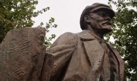 V Seattlu mají sedmitunového Lenina. Vyrobili ho v Československu a každý rok ho zdobí světýlka