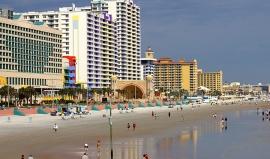 Z Disneyworld na nejslavnější pláž světa
