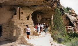 Z Údolí bohů ke skalním sídlištím v Mesa Verde