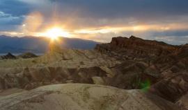 Údolí smrti: 57 stupňů a tajemné chodící kameny