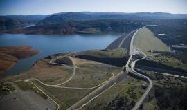 Nejvyšší sypanou hrází USA se chlubí nádrž Oroville