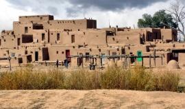 Modré jezero kmene Taos Pueblo