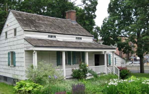 Pro obdivovatele spisovatele E. A. Poea je návštěva jeho obydlí takřka povinností.