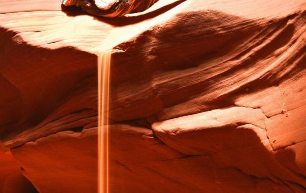 Sypající se písek v Antilopím kaňonu