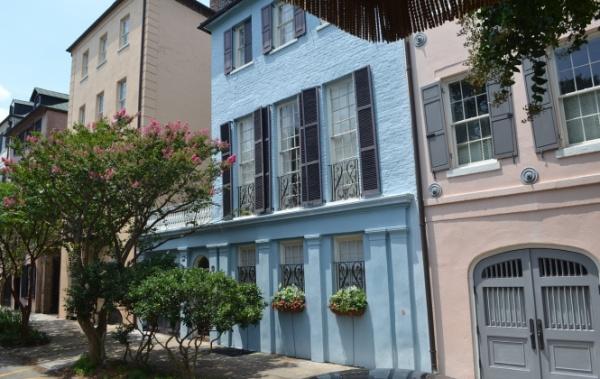 Barevné domy v Charlestonu v Jižní Karolíně