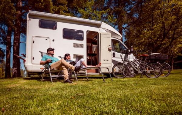 Doprava v USA - populární obytné domy a karavany (Campers, RV)