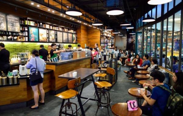 Interiér kavárny Starbucks