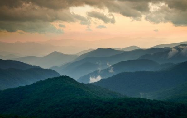 Západ slunce v Blue Ridge Mountains