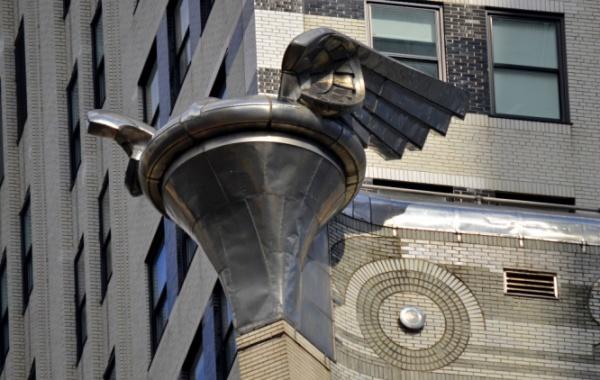Působivé orlí hnízdo na Chrysler Building v NY.