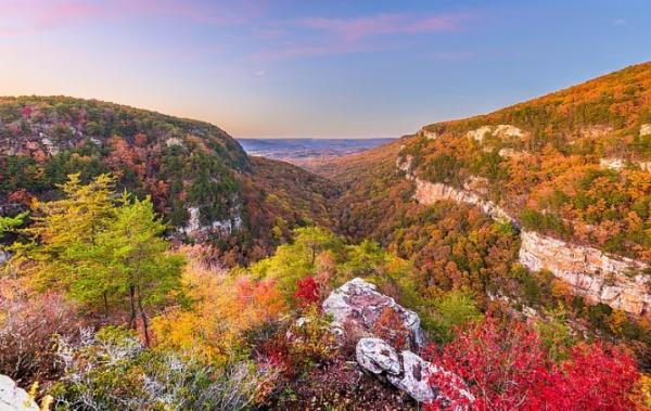 Cloudland Canyon září barvami
