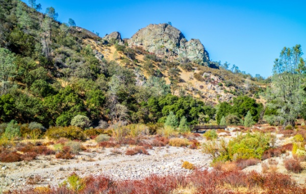 Národní park Pinnacles v Kalifornii.