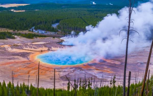 Velké duhové jezero v Yellowstone