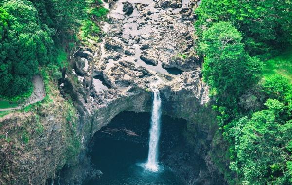 Duhové vodopády ohromují krásou