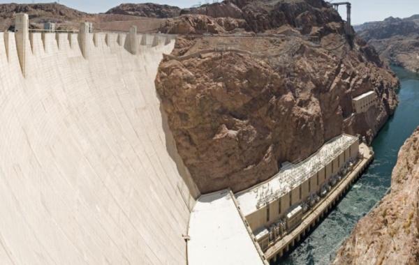 Hooverova přehrada pěkně zblízka