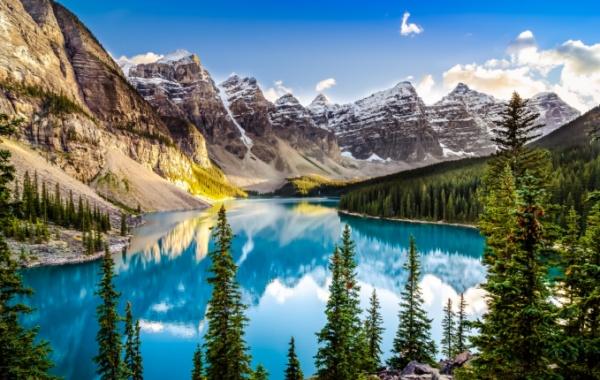 V Kanadě mají křišťálové jezero