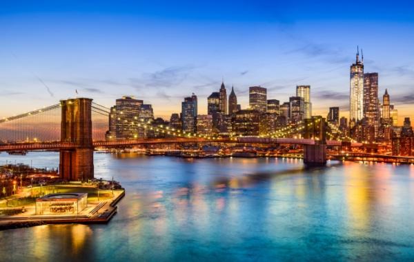 Metro jezdí pod East River už 100 let