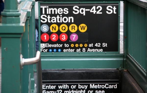 Metro NY - Vstup do Times Sq. zastávky