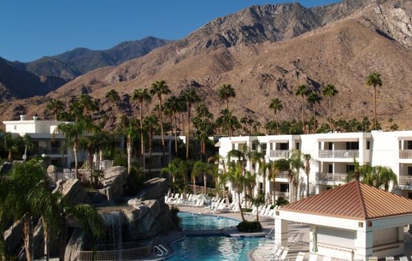 Bazén v Palm Springs v Kalifornii