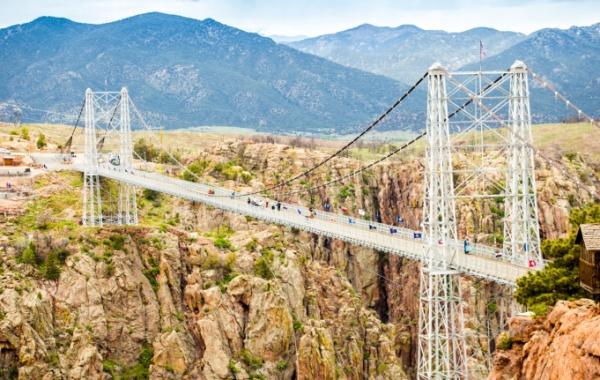 Royal Gorge Bridge: pekelný skluz do propasti