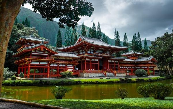 Hory a chrám Byodo-in na havajském Oahu
