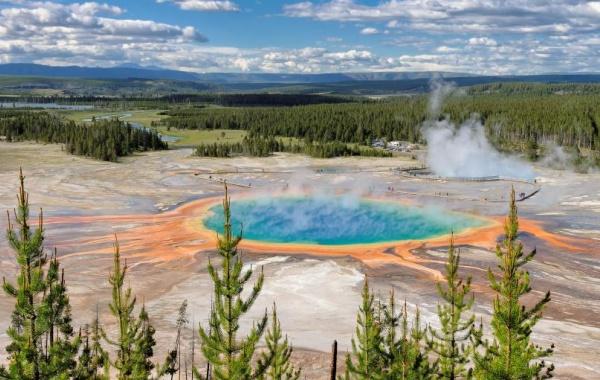 Jezírko v Yellowstone NP