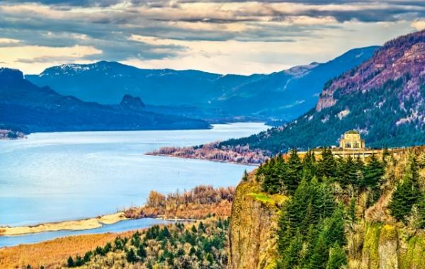 [Columbia River protéká třemi státy.