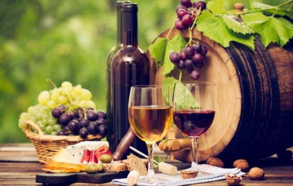 Sýr a sklenice vína, Kalifornie, USA - Amerika.cz