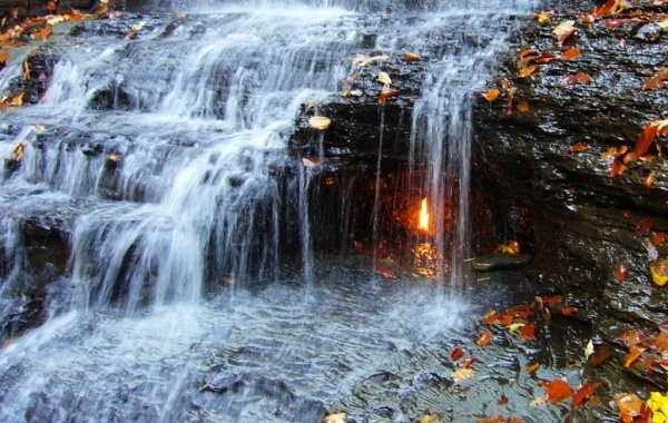 Eternal Flame Falls, Buffalo, New York - Amerika.cz