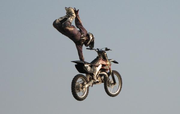 Triky na motorce