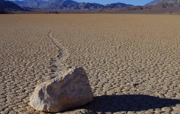 Pochodující kameny v Údolí smrti