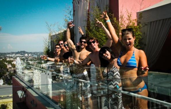 Párty v bazénu