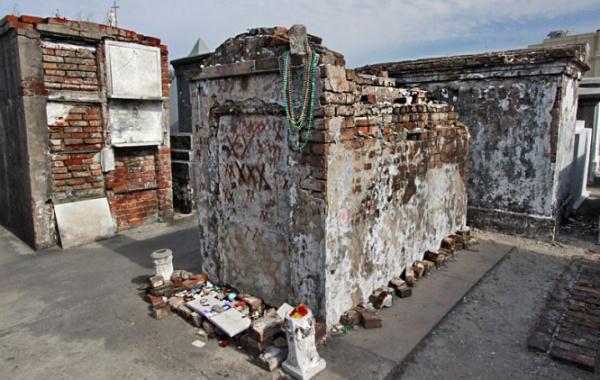 Hrob královny vúdú v New Orleans