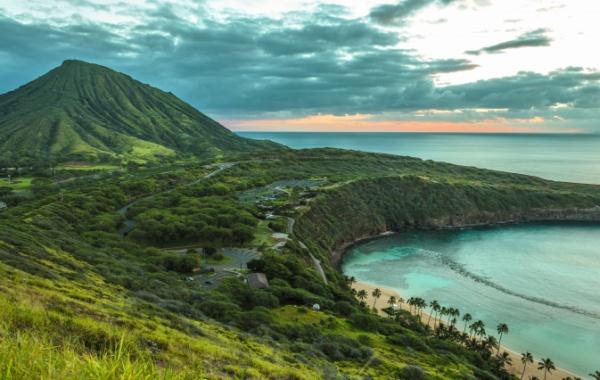 Pobřeží havajského ostrova Oahu