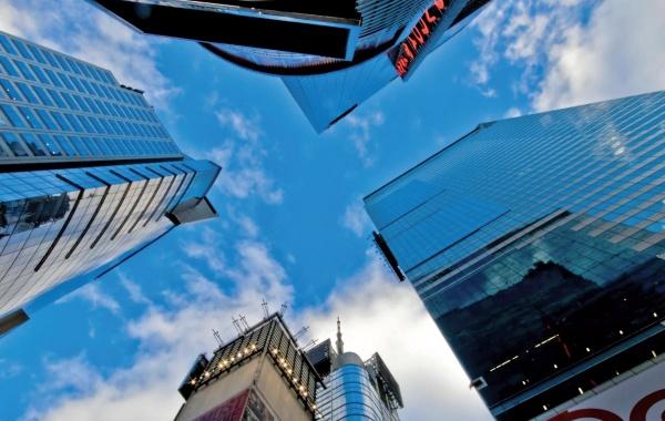 Nebe nad Manhattanem