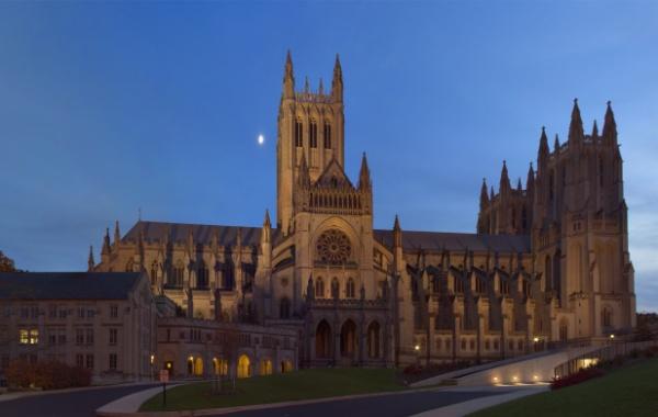 Americký svatý Vít obrazem: Washington National Cathedral má i politický...