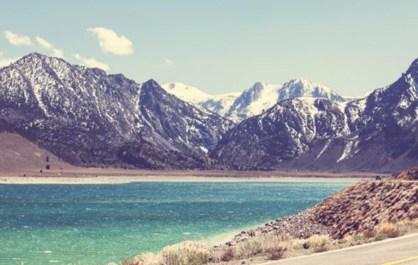 Olympic national park - zasněžené hory a průzračné jezero