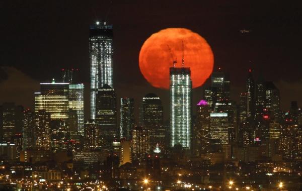 Superměsíc nad Manhattanem