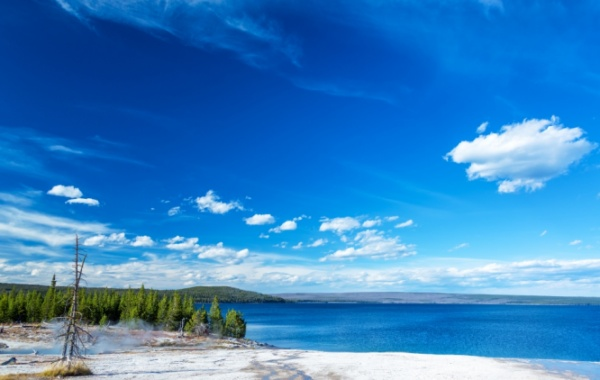 Yellowstone Lake, Wyoming - Amerika.cz