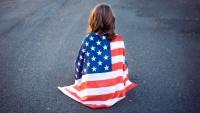 Malý kluk v americké vlajce