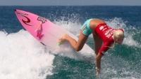 Surfařka na Havaji