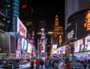 Hra lidí, barev, světel a nálad - to je noc na ulicích New Yorku v USA