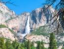 Yosemitský vodopád zdálky
