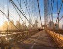Brooklynský most v New Yorku přes den.