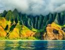 Nádherně v zeleném oparu zahalený záliv Na Pali na Havaji - Amerika.cz