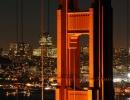 Detail pilíře na visutém mostě Golden Gate v San Francisco, Kalifornii v USA.