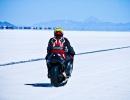 Motocyklista na solné dráze Boneville